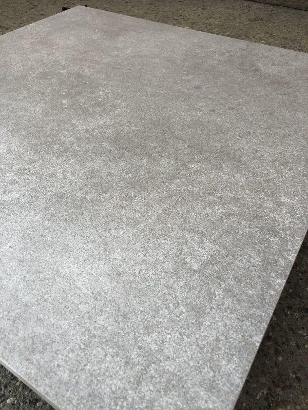 gres sierra grau kąt struktura 600x800 - Płyta Tarasowa Gresowa Grau 60x60x2cm