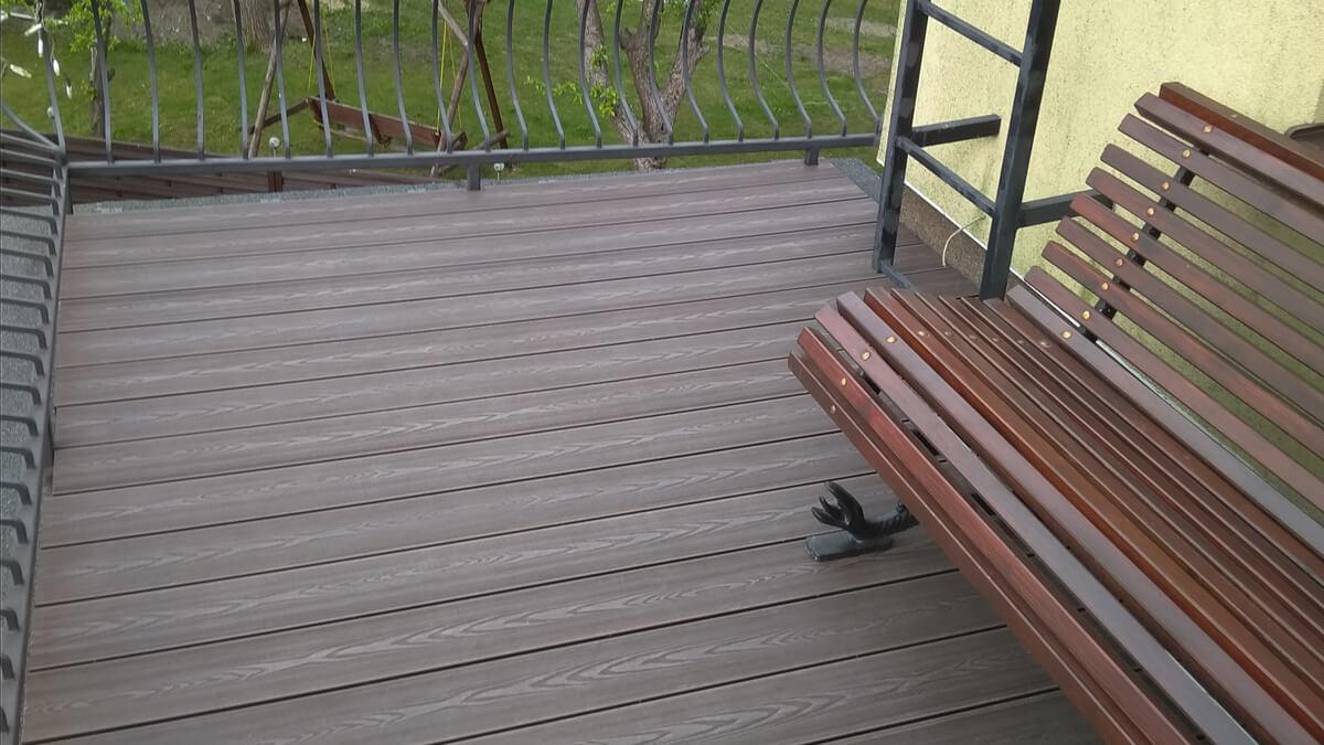 Balkon-deska-kompozytowa-struktura-drewna-ciemny-brąz-Rumia-2