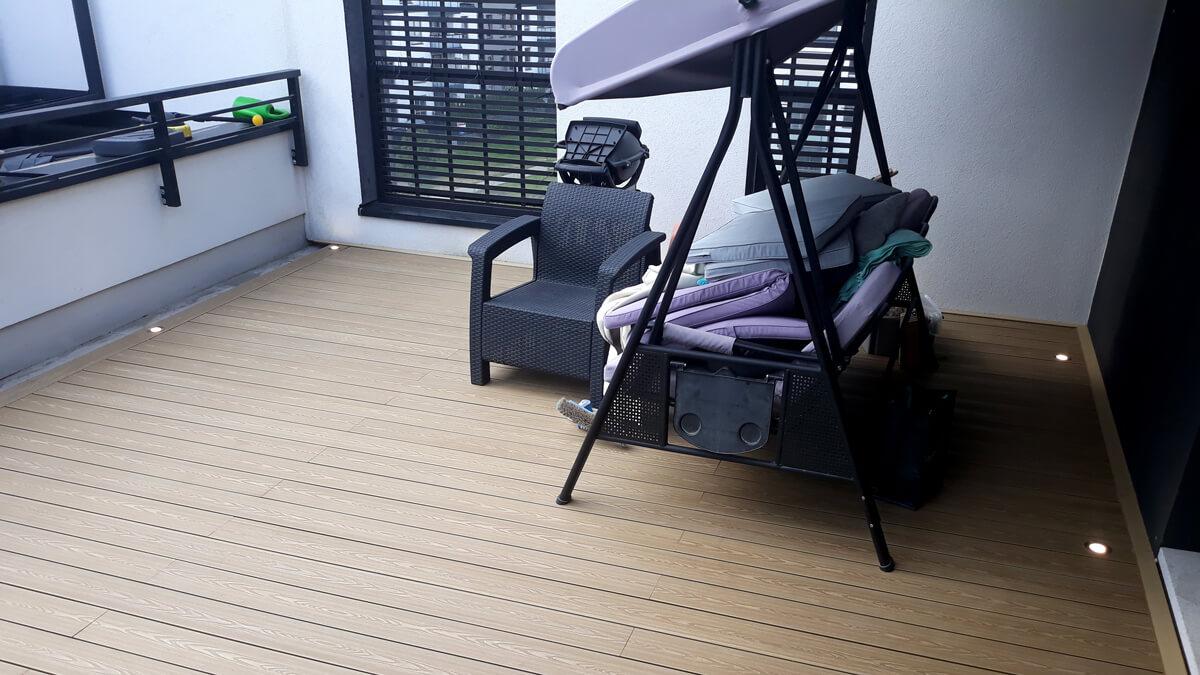 Deska-kompozytowe-na-balkonie,-miodowy-Teak-ZIelona-Góra-1