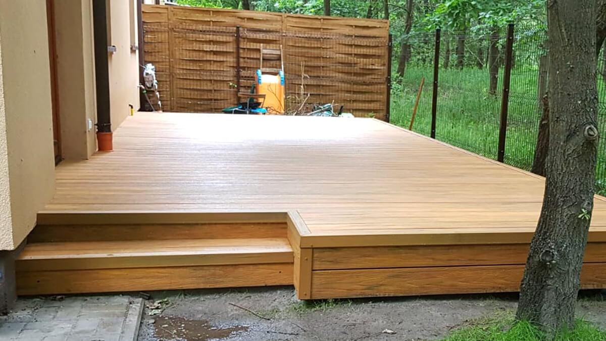 Deska-tarasowa-ze-schodnkiem,-deska-premium-Amber-Gdańsk-1