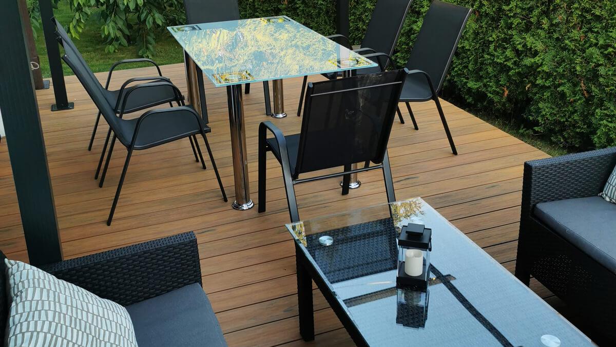 Klimatyczny-taras-przy-domku-jednorodzinnym-deska-premium-amber-Zielona-Góra-1